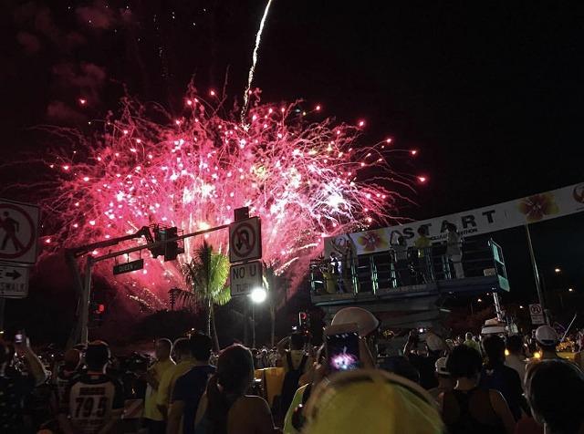 ホノルルマラソンスタートの花火は800発